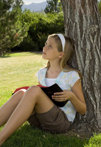 young-girl-by-tree-reading-bible