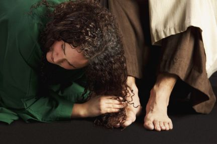 7190701 - mary magdalene wiping jesus' feet